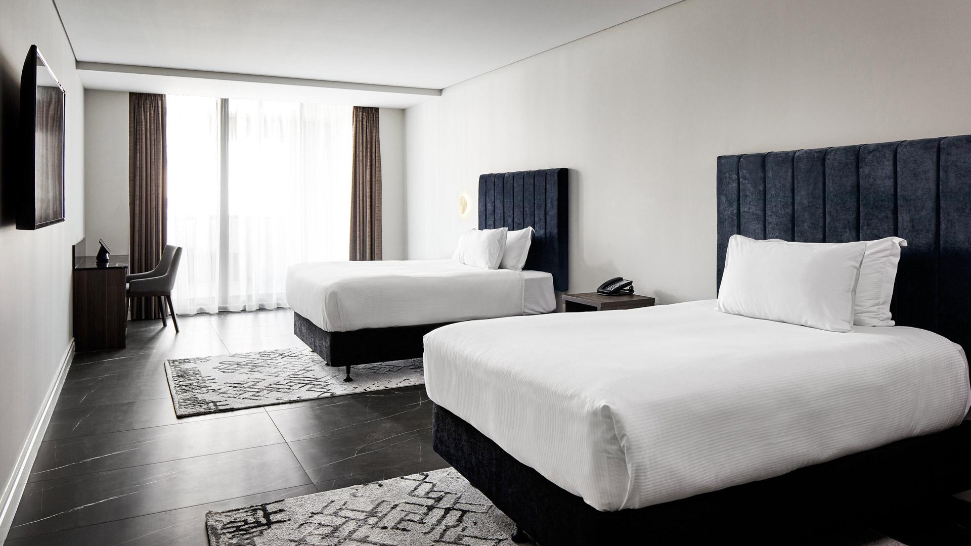 Conquest™ Crowne Plaza bedroom
